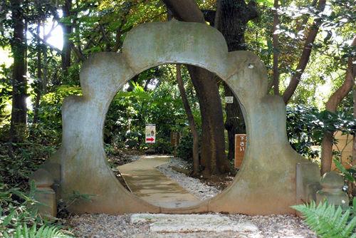 トンネルのような門