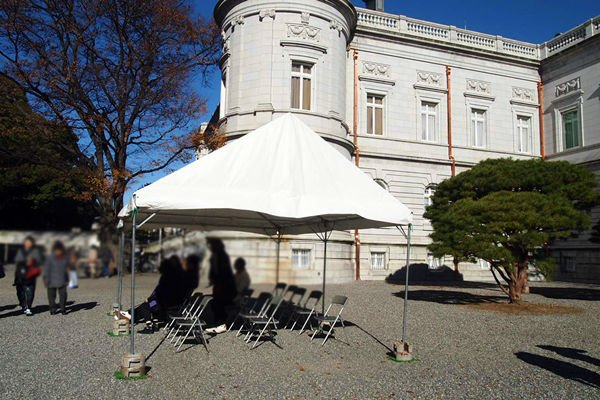休憩場所のテント