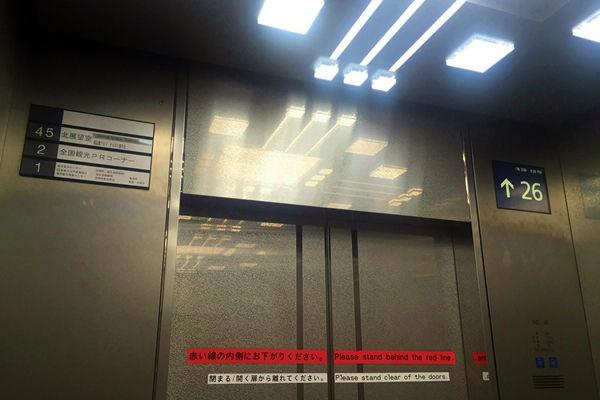 エレベーター内