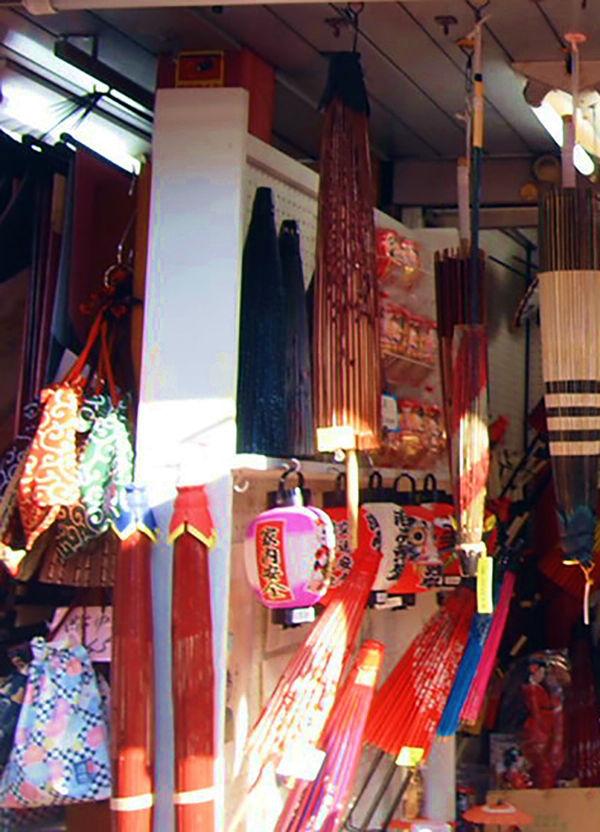 和傘の専門店の店内