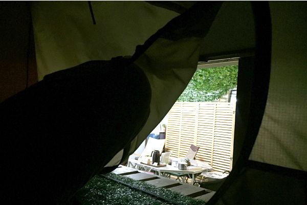 テントの外